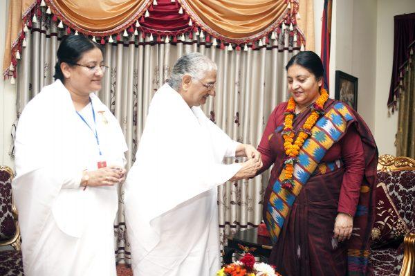 om-shanti-group-offering-rakshyabandhan-to-the-president