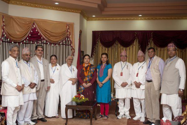 om-shanti-group-offering-rakshyabandhan-to-the-president2