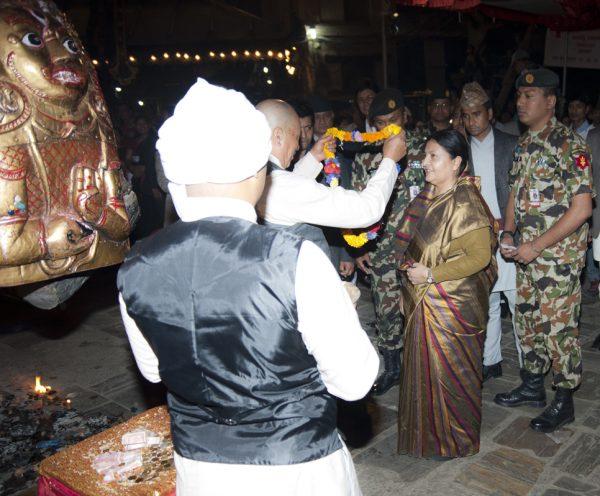 seto-machhindra-nath-ko-bhoto-jatra